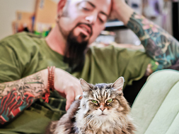 jackson galaxy with cat